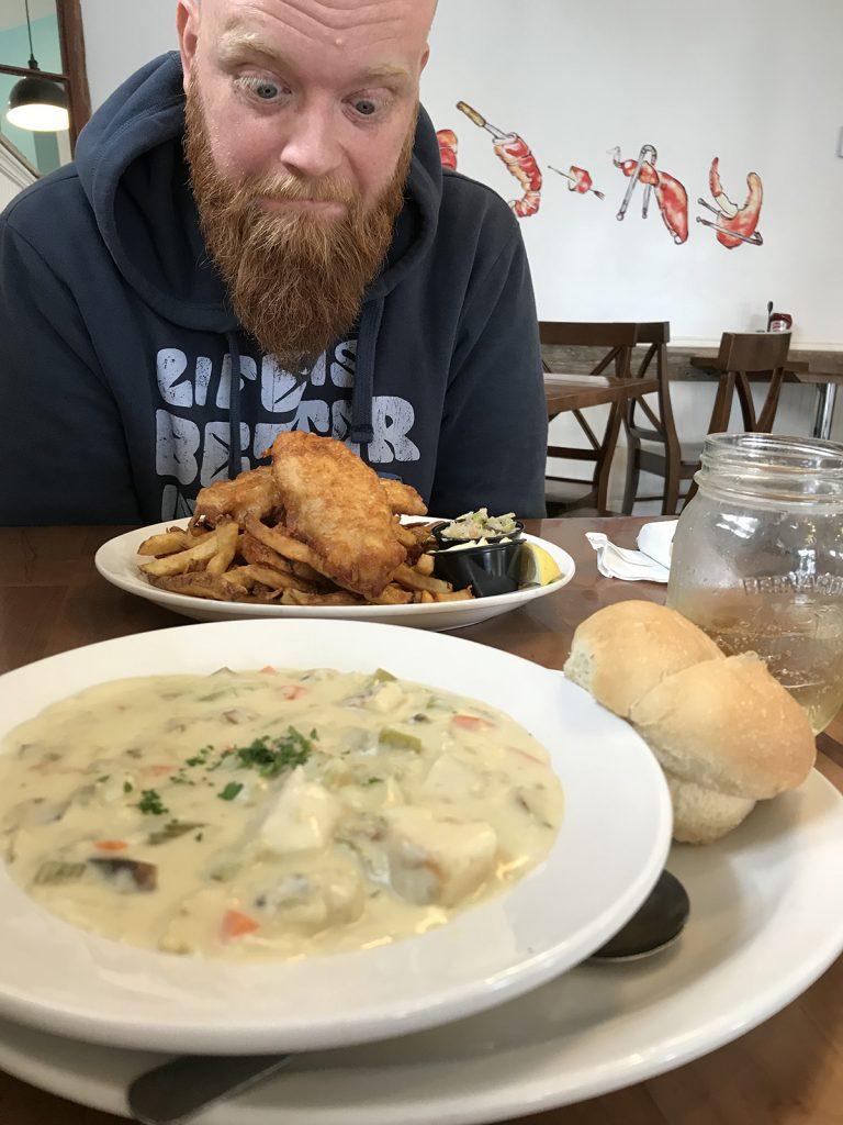 Jedzenie w Kanadzie. Zupa rybna - fish chowder oraz ryba z frytkami fish and chips