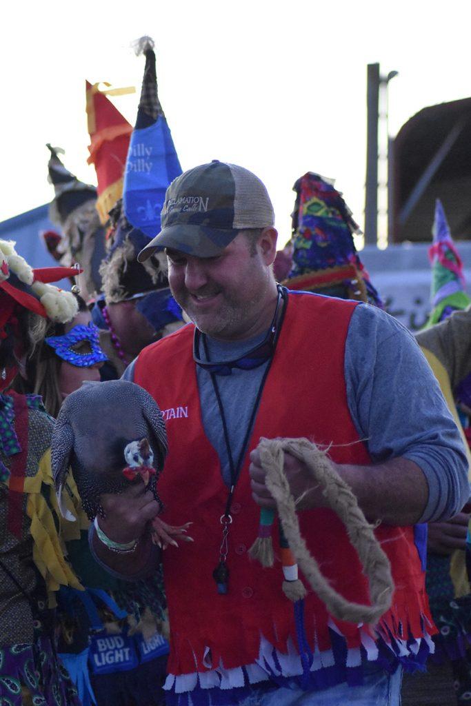 Pogoń za kurczakiem to tradycyjna zabawa podczas Mardi Gras na wiejskich terenach Luizjany