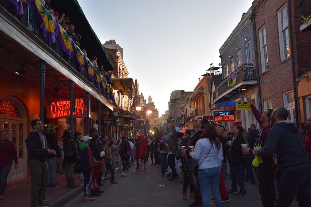 Ulica Nowego Orleanu podczas Mardi Gras