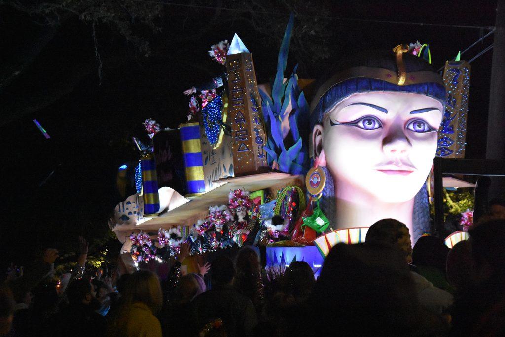 Platforma podczas parady Kleopatry w Nowym Orleanie podczas Mardi Gras