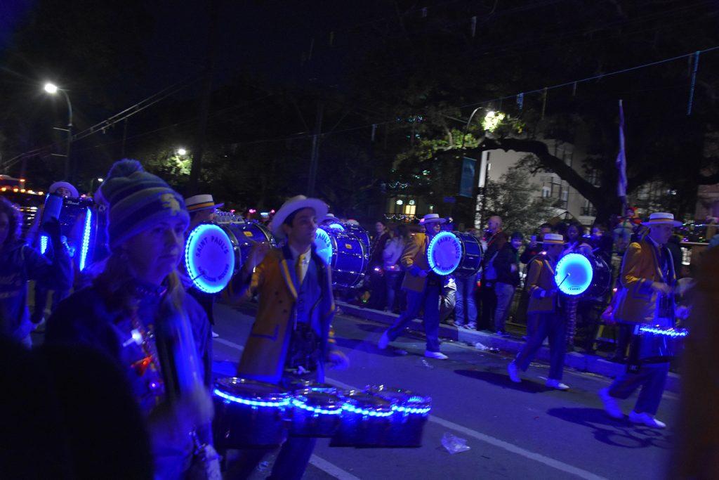 Orkiestra dęta na paradzie  w Nowym Orleanie podczas Mardi Gras